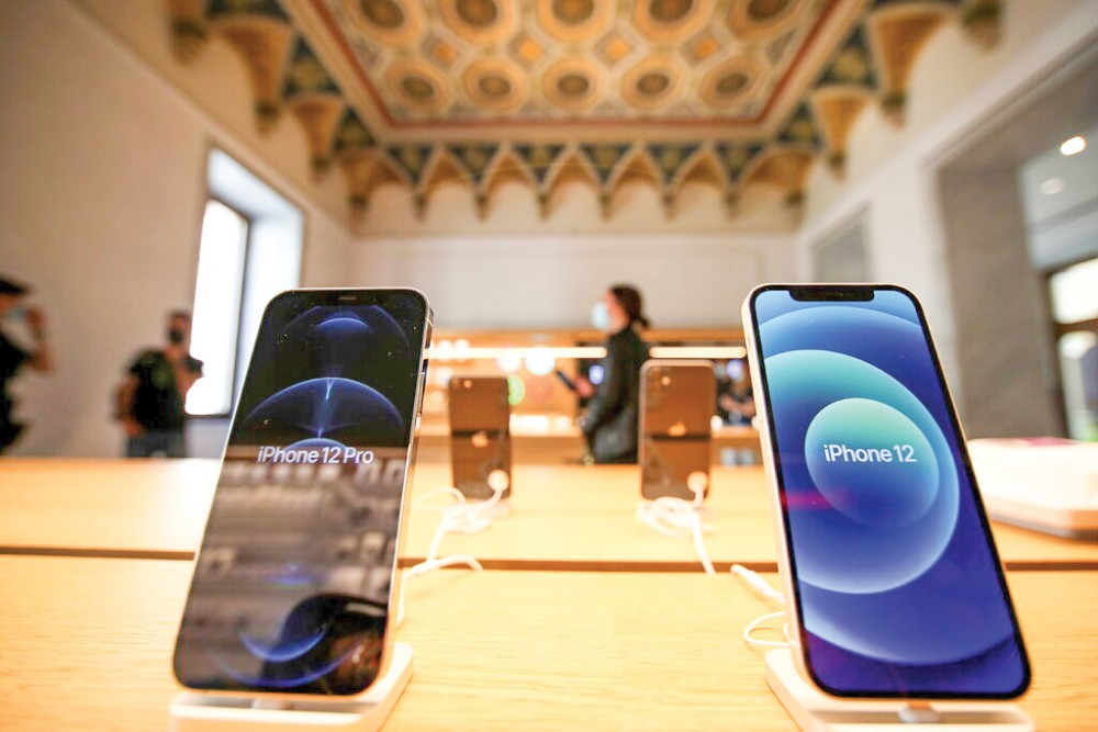 Doanh số điện thoại iPhone của Apple trong quý II lên tới 39,6 tỉ USD. Ảnh: Reuters