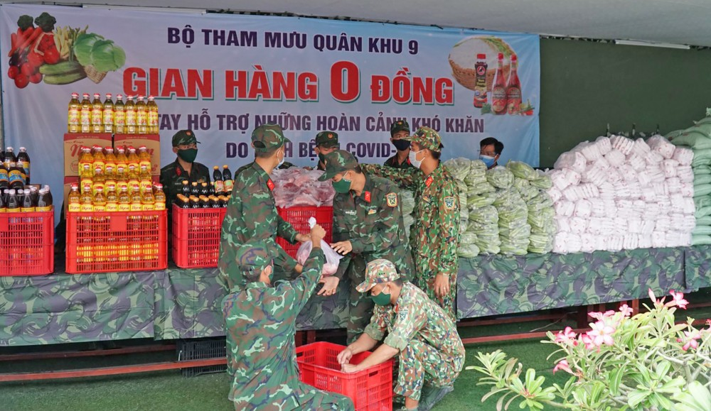 """Mô hình """"Gian hàng 0 đồng"""" của Bộ Tham mưu Quân khu 9 đã tổ chức nhiều hoạt động hỗ trợ người dân ở các phường Bùi Hữu Nghĩa, An Thới (quận Bình Thủy)."""