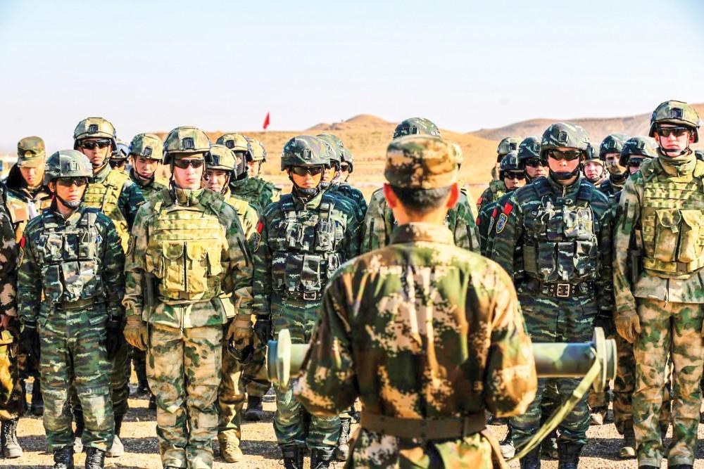 Binh sĩ Nga và Trung Quốc trong cuộc tập trận chung hồi năm 2017. Ảnh: Newsweek