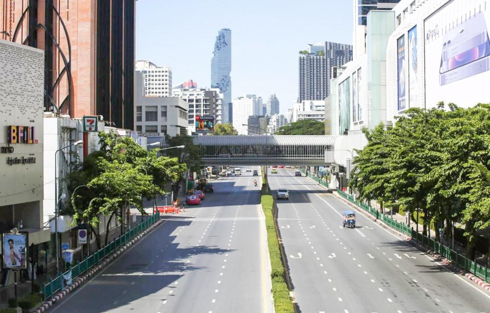 Thủ đô Bangkok của Thái Lan vắng người vì lệnh phong tỏa. Ảnh Bangkok Post