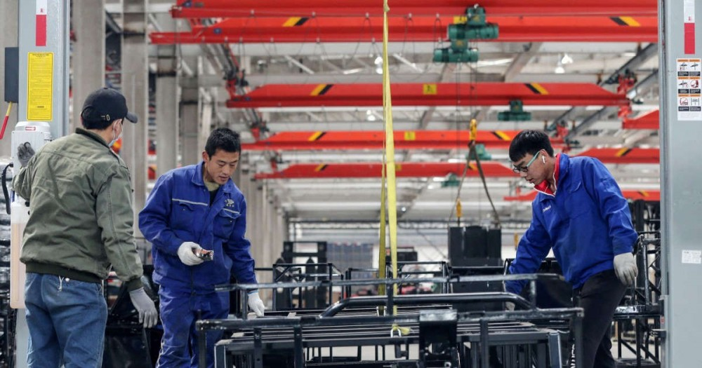 Công nhân Trung Quốc trong giờ làm việc. Ảnh: SCMP