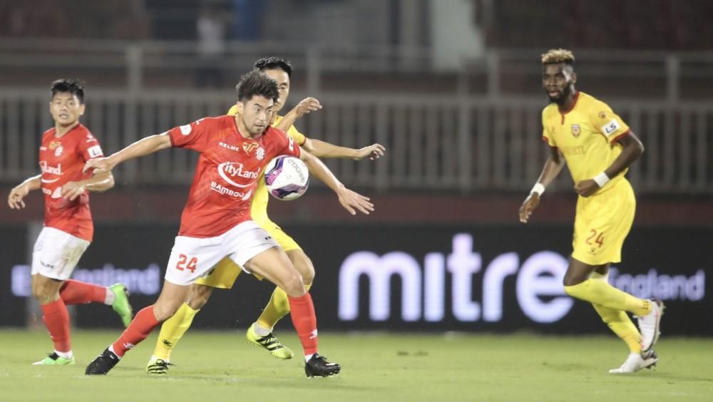 Lee Nguyễn (số 24) và các đồng đội CLB TP Hồ Chí Minh có thể trở lại V.League sớm hơn. Ảnh: ANH HUY