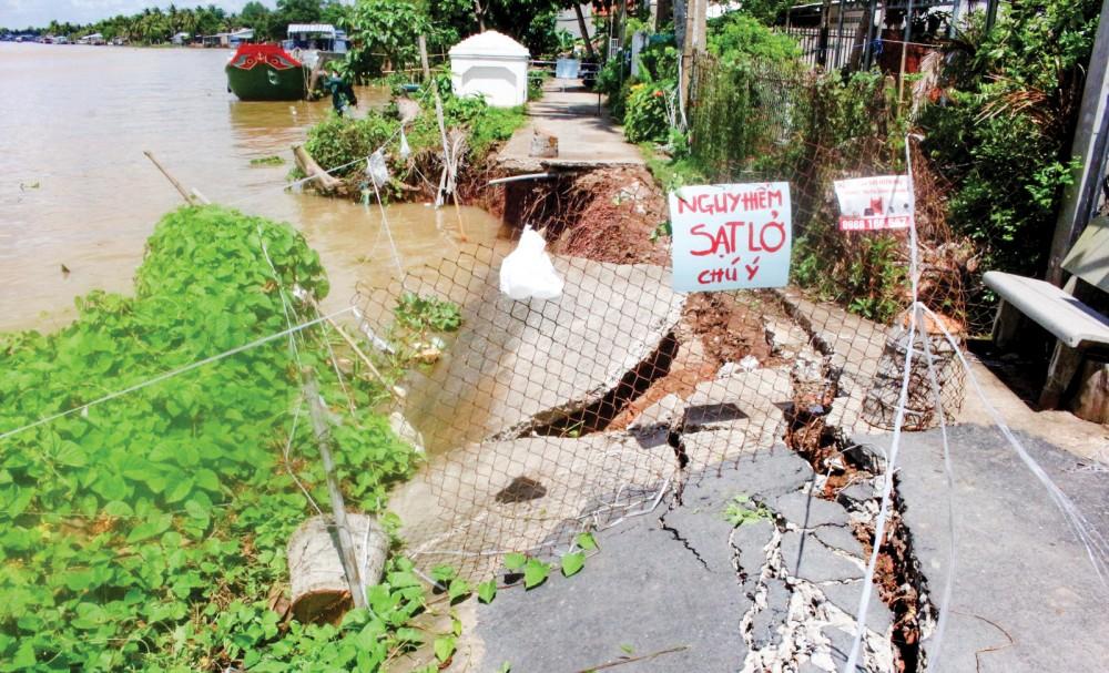 Điểm sạt lở bờ sông Ô Môn (khu vực Thới Trinh B, phường Thới An) đang cần dự án kè khắc phục.
