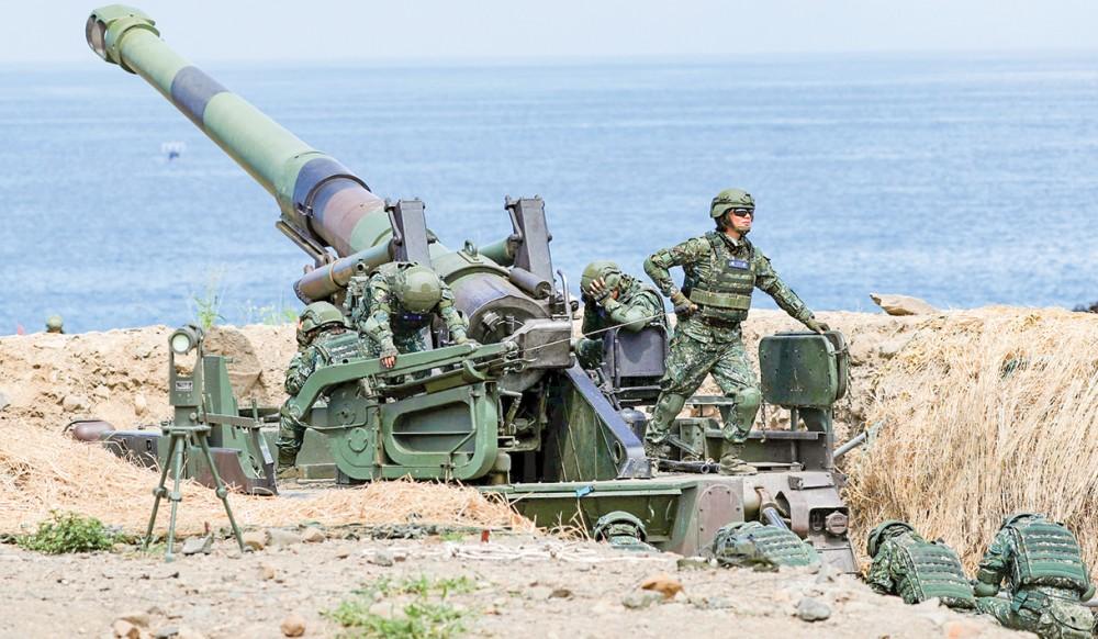 Binh sĩ Đài Loan trong một đợt tập trận bắn đạn thật. Ảnh: Getty Images