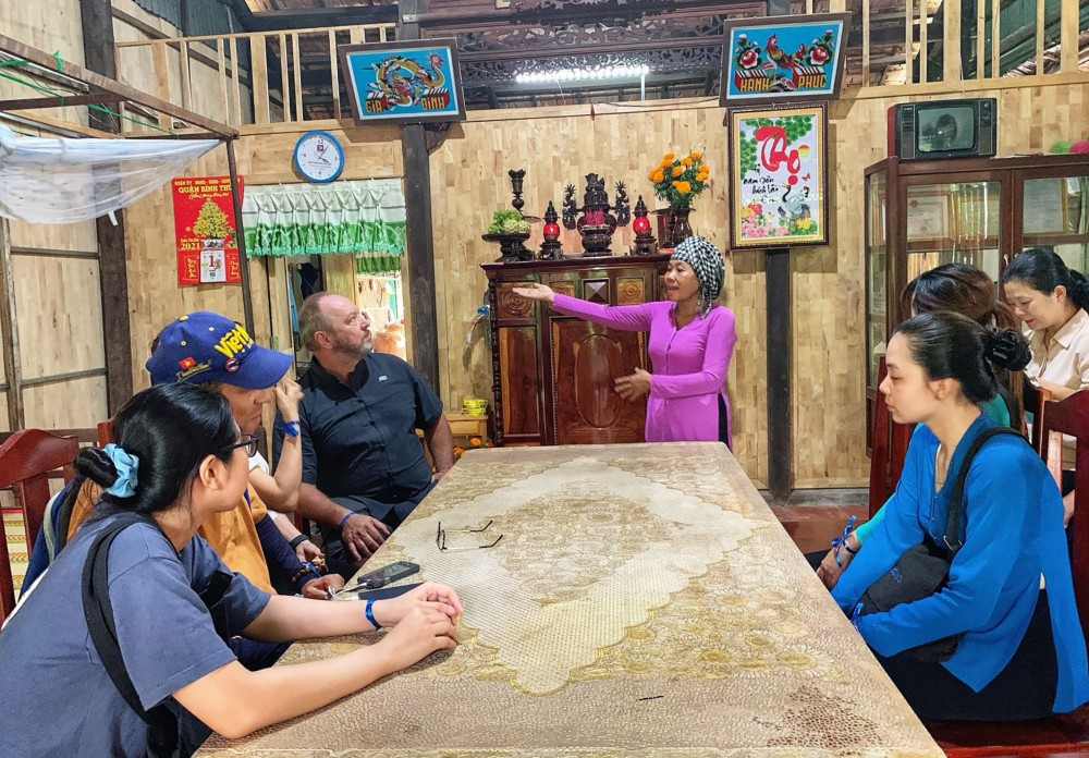 """Chương trình """"Cồn Sơn hồi đó"""" thử nghiệm tại nhà bà Phan Kim Ngân. (Ảnh chụp tháng 4-2021)."""