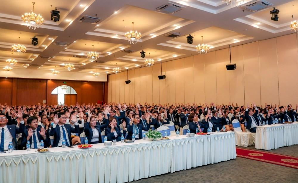Đất Xanh Miền Tây sở hữu đội ngũ nhân sự 1.200 người và hệ thống công ty thành viên, chi nhánh khắp các tỉnh thành ĐBSCL