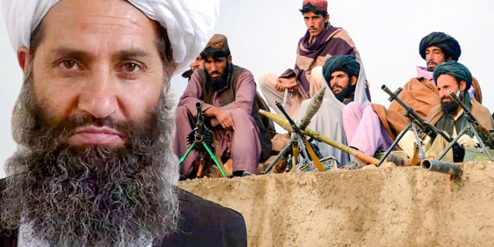 Lãnh đạo tối cao Haibatullah Akhundzada cùng các tay súng Taliban.