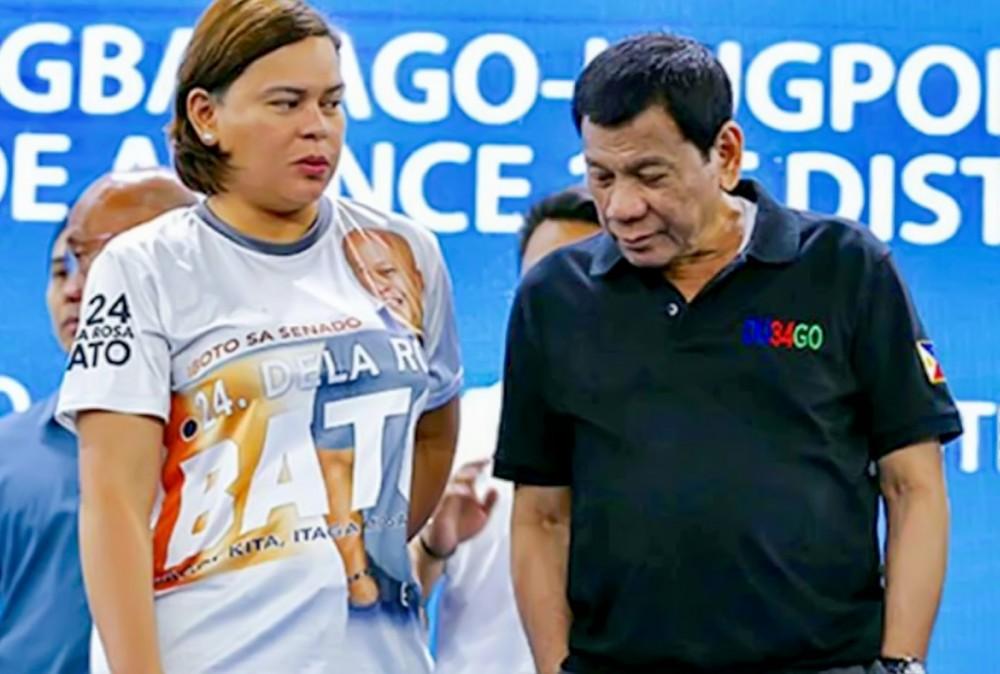 Tổng thống Rodrigo Duterte (phải) và ái nữ Sara Duterte. Ảnh: Reuters
