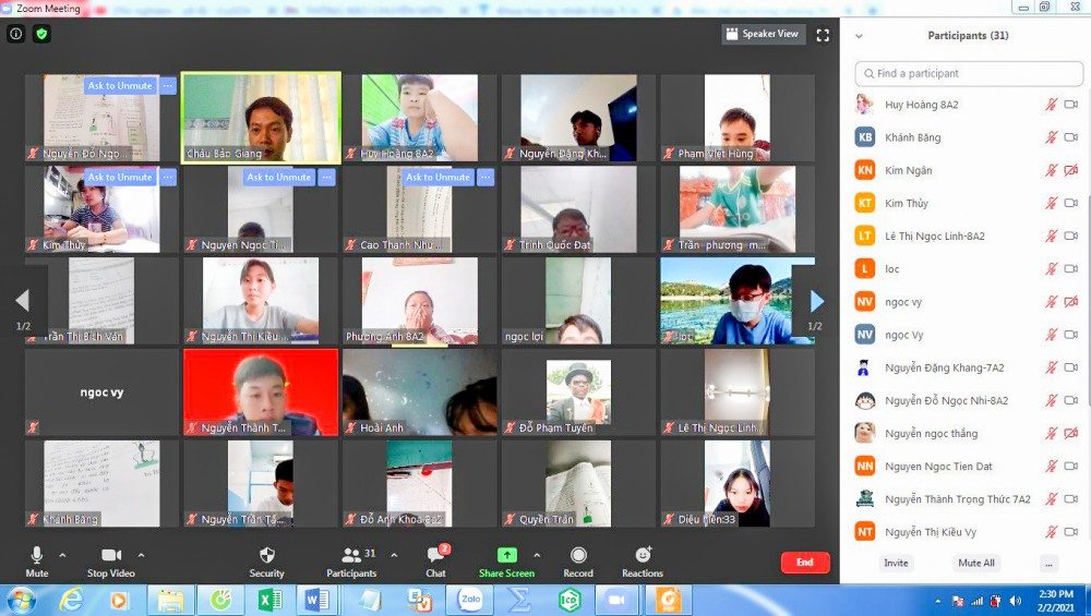 Học sinh lớp 6 và 12 ở TP Cần Thơ đã bắt đầu học kỳ I năm học mới bằng hình thức trực tuyến từ ngày 6-9.