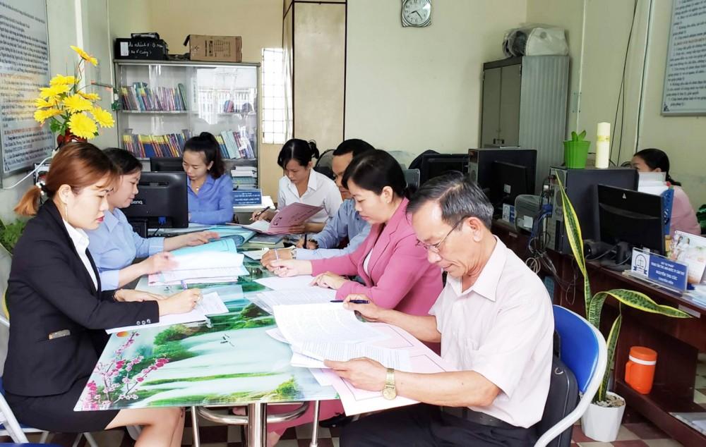 Trung tâm TGPL Nhà nước TP Cần Thơ kiểm tra công tác TGPL tại Chi nhánh số 5 (Ô Môn, Bình Thủy).