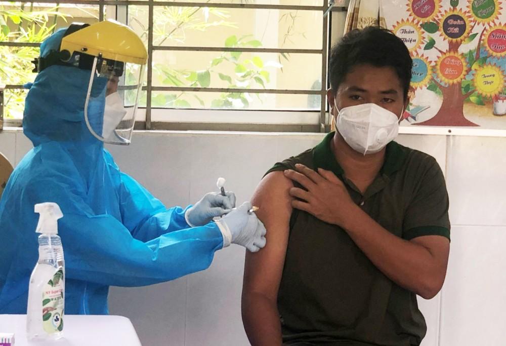 Tiêm vaccine phòng COVID-19 cho đối tượng ưu tiên theo Nghị quyết 21.
