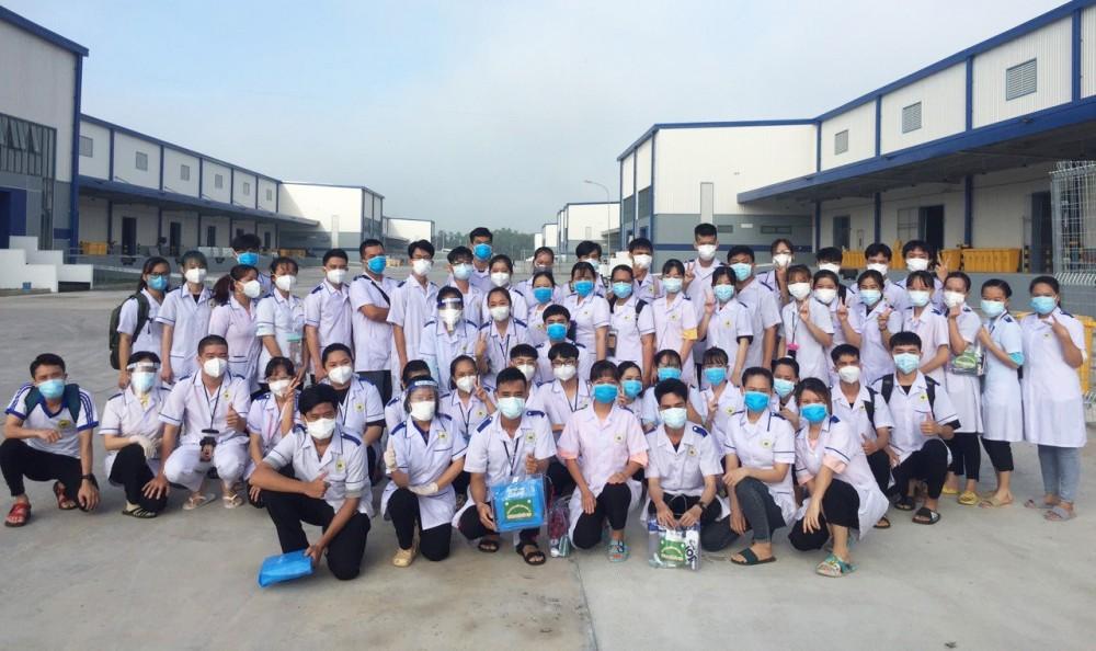 Sinh viên Trường Cao đẳng Y tế Cần Thơ ra quân tình nguyện phòng, chống dịch.