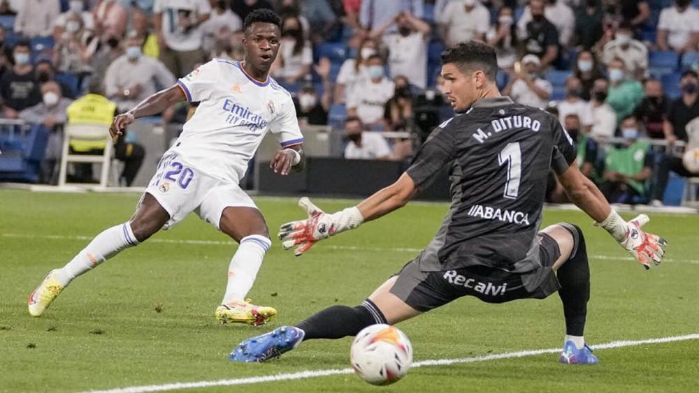 Vinicius (số 20) ghi bàn vào lưới Celta Vigo. Ảnh: Marca