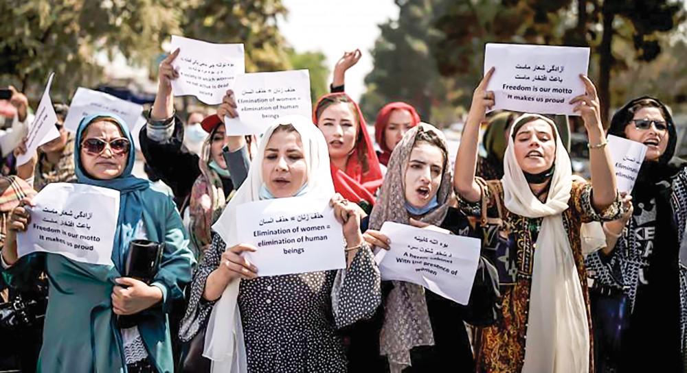 Phụ nữ Afghanistan biểu tình phản đối Taliban hôm 19-9. Ảnh: AP