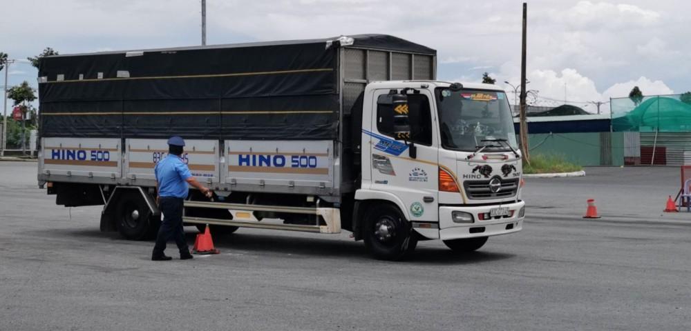 Các phương tiện vận tải lưu thông vào TP Cần Thơ thực hiện các thủ tục liên quan đến đảm bảo an toàn phòng, chống dịch.