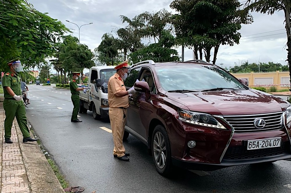 Lực lượng chức năng huyện Phong Điền tăng cường tuần tra, đảm bảo trật tự ATGT trên địa bàn. Ảnh: CTV