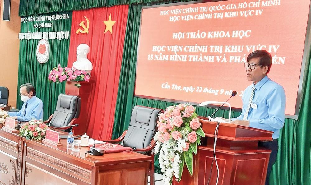 TS Phan Công Khanh, Giám đốc Học viện Chính trị khu vực IV, phát biểu chào mừng hội thảo.