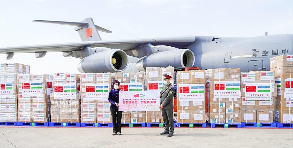 Lô hàng viện trợ được PLA chuyển đến Uzbekistan. Ảnh: Reuters