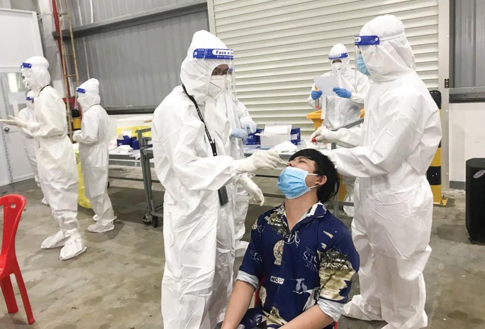 Sinh viên Trường Cao đẳng Y tế Cần Thơ làm việc tại BVDC số 1. Ảnh: CTV