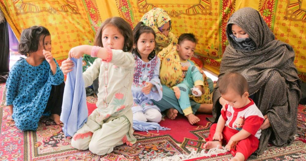 Người tị nạn Afghanistan tại nhà thờ Hồi giáo Rizvia. Ảnh: Al Jazeera