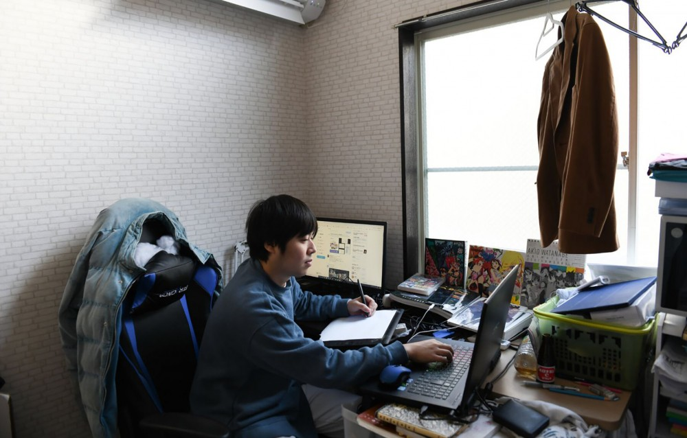 Các họa sĩ trong ngành công nghiệp phim hoạt hình Nhật Bản hầu như đều phải ăn ngủ tại xưởng để hoàn thành dự án. Ảnh: Nytimes