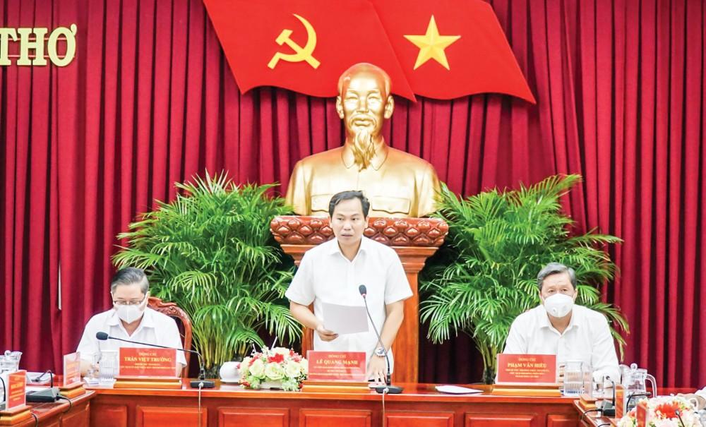 Đồng chí Lê Quang Mạnh, Ủy viên Trung ương Đảng, Bí thư Thành ủy phát biểu kết luận cuộc họp. Ảnh: ANH DŨNG