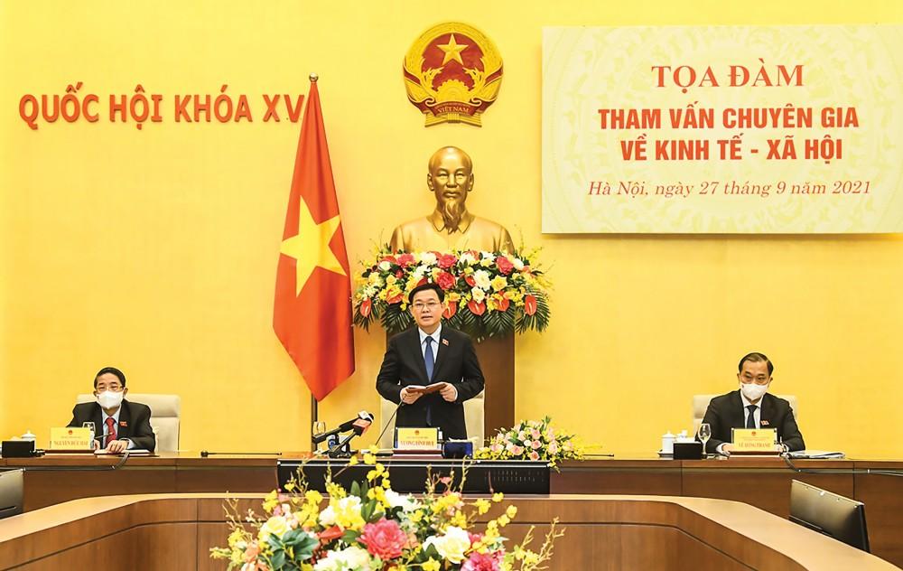 Chủ tịch Quốc hội Vương Đình Huệ phát biểu tại tọa đàm. Ảnh: Quochoi.vn
