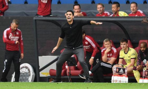 HLV Arteta chỉ đạo các học trò tại Arsenal. Ảnh: ESPN