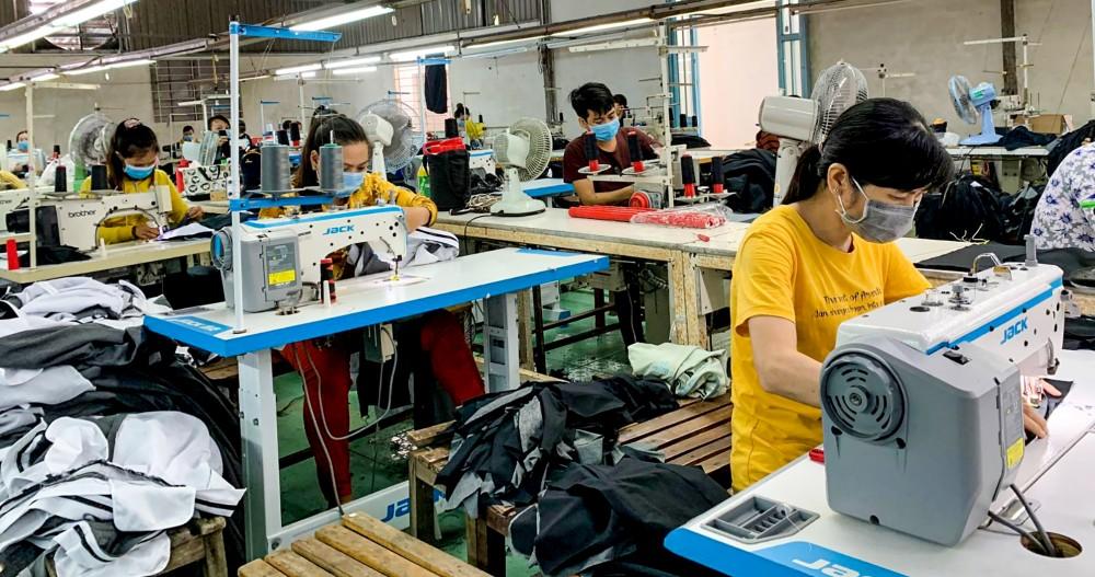 TP Cần Thơ đang từng bước phục hồi, phát triển kinh tế sau dịch COVID-19. Trong ảnh: Hoạt động tại Công ty TNHH May xuất khẩu Phong Điền.  Ảnh: N.H