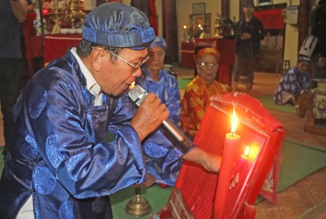 Lễ Chánh tế. Đây là nghi thức quan trọng nhất, nhằm tạ ơn Thần đã phò trợ dân làng. Tất cả các hương chức tụ vị để hành lễ này.