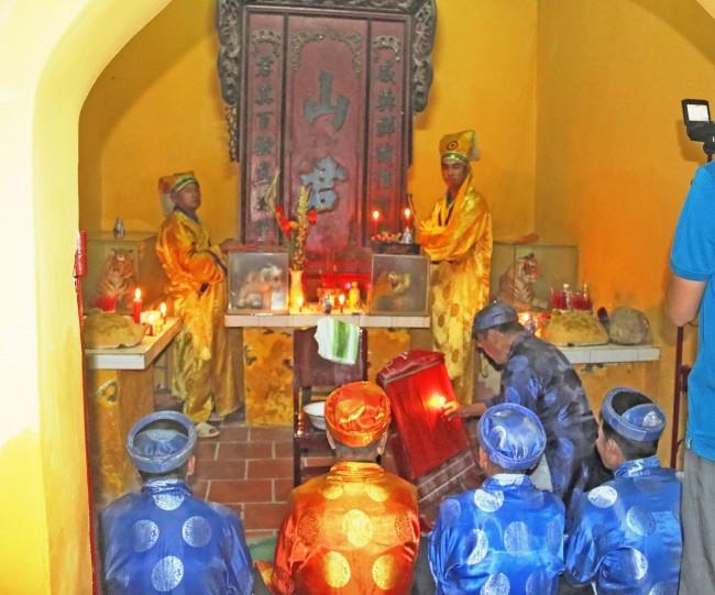 Lễ tế Sơn Quân sẽ khép lại một kỳ Thượng Điền với cầu mong về cuộc sống an lành, ấm no. Thần Hổ ở đình Bình Thủy luôn chiếm một vị trí quan trọng trong lòng người dân.