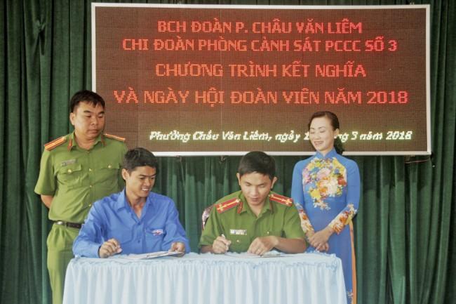 Chi đoàn Phòng Cảnh sát Phòng cháy Chữa cháy số 3 ký kết giao ước kết nghĩa với Đoàn phường Châu Văn Liêm, quận Ô Môn, huy động nguồn lực hỗ trợ địa phương tổ chức các hoạt động tình nguyện.