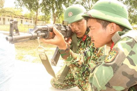 Chiến sĩ mới vui huấn luyện