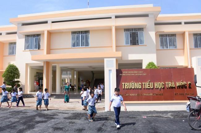 Công trình Trường Tiểu học Trà Nóc 2 được khởi công xây dựng từ tháng 4-2017, với diện tích xây dựng 1.842m2, quy mô 1 trệt, 1 lầu, gồm 20 phòng học và các phòng chức năng đạt chuẩn Quốc gia. Tổng mức đầu tư trên 44,8 tỉ đồng, trích ngân sách nhà nước.