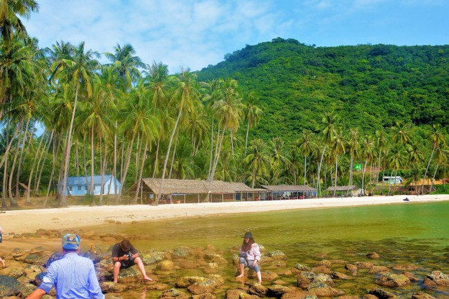 Ghé thăm Bãi Mến - bãi tắm mà nhiều người cho là đẹp nhất đảo Nam Du và hòa mình vào dòng nước mát của vùng biển Tây Nam Tổ quốc.