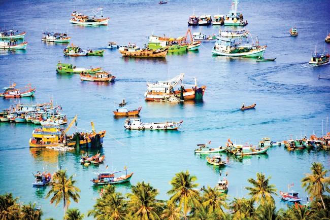 Quần đảo Nam Du gồm 21 đảo lớn nhỏ, cách TP Rạch Giá khoảng 65 hải lý. Trong đó, đảo lớn nhất chính là Nam Du. Nơi đây có cảng biển sầm uất bậc nhất vùng biển Tây Nam nằm tại Hòn Ngang (trung tâm xã đảo Nam Du).