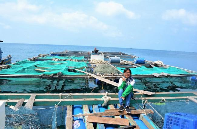 Thời gian gần đây những dịch vụ phục vụ du lịch bắt đầu phát triển mạnh. Du khách muốn khám phá Nam Du có thể lựa chọn đường thủy hoặc đường bộ. Bằng đường thủy, du khách có thể ghé thăm những hộ dân nuôi cá lồng bè. Cùng người dân trải nghiệm quy trình nuôi cá và đắm chìm vào không gian mênh mông bốn bề là biển.