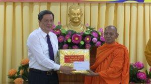 Lãnh đạo Cần Thơ chúc mừng Đại lễ Phật đản