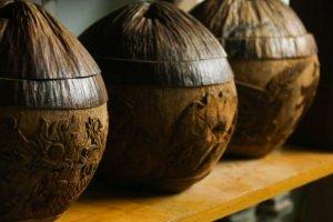Độc đáo chạm khắc nghệ thuật trên vỏ dừa khô
