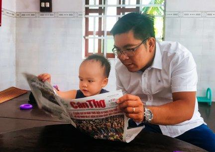 Chuyện lạ: 2 tuổi đã biết đọc cả tiếng Việt lẫn tiếng Anh
