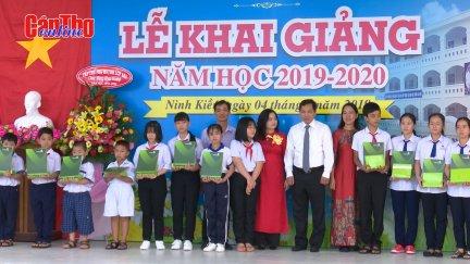 Lãnh đạo thành phố Cần Thơ dự khai giảng năm học mới