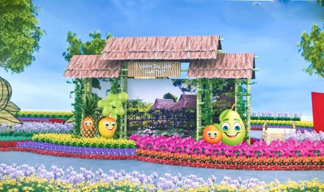 Mô hình vườn du lịch Cần Thơ với hình tượng những trái cây cực lớn cười toe toét đón khách