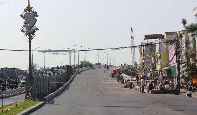 """Công trình cầu Quang Trung đã thảm nhựa, thi công """"nước rút"""" để kịp thông tuyến trước Tết Nguyên đán 2020."""