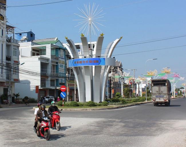 Huyện Cờ Đỏ trang trí đường phố, đèn hoa phục vụ Kỷ niệm 90 năm Ngày thành lập Chi bộ An Nam Cộng sản Đảng Cờ Đỏ và Tết Nguyên đán 2020.