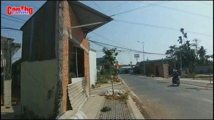 """Nhà siêu mỏng, nhà """"tam giác"""" gây mất mỹ quan đô thị đường vào hồ Bún Xáng"""