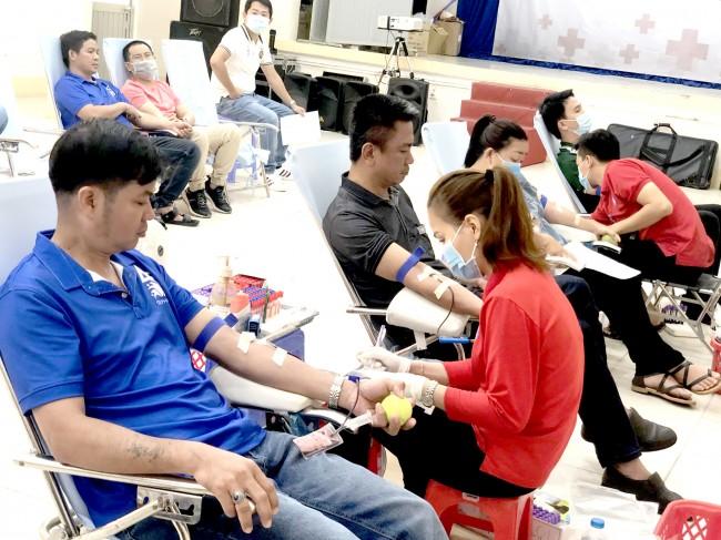 Đoàn Khối Doanh nghiệp TP Cần Thơ phát động đoàn viên, thanh niên tình nguyện hiến máu, góp phần tạo nguồn dự trữ máu cứu người.