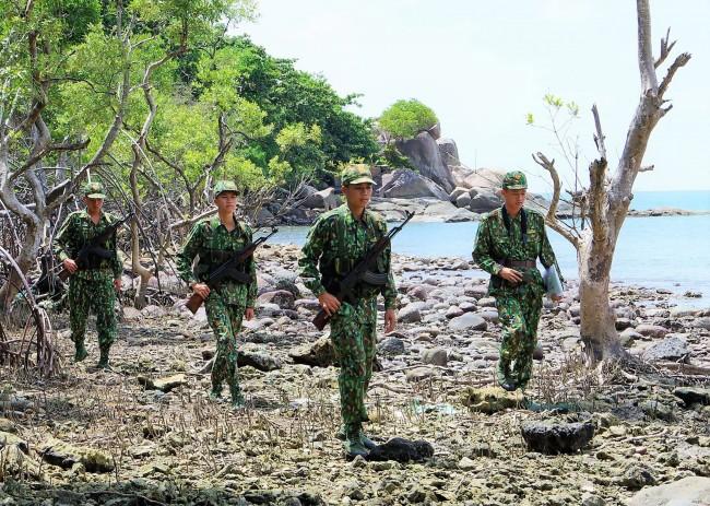 Tuổi trẻ Đồn BP Hòn Khoai tuần bảo vệ mục tiêu trên đảo.