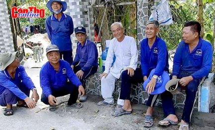 Những người già làm việc nghĩa