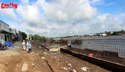 Đẩy nhanh tiến độ Dự án Kè bờ sông Cần Thơ ứng phó biến đổi khí hậu