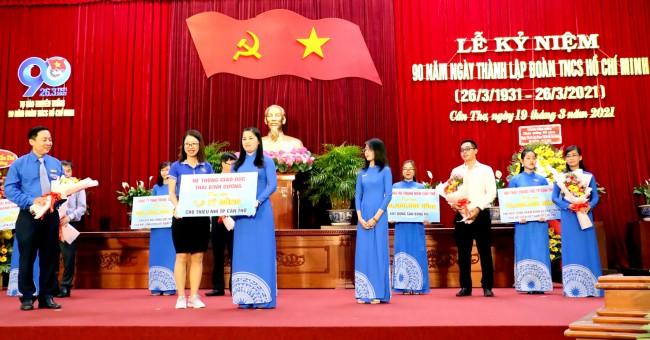 Tại Lễ kỷ niệm 90 năm Ngày thành lập Đoàn TNCS Hồ Chí Minh, tuổi trẻ TP Cần Thơ đã tiếp nhận nguồn tài trợ các hoạt động, phong trào thanh thiếu nhi với tổng trị giá gần 3,2 tỉ đồng, từ các tổ chức và doanh nghiệp.
